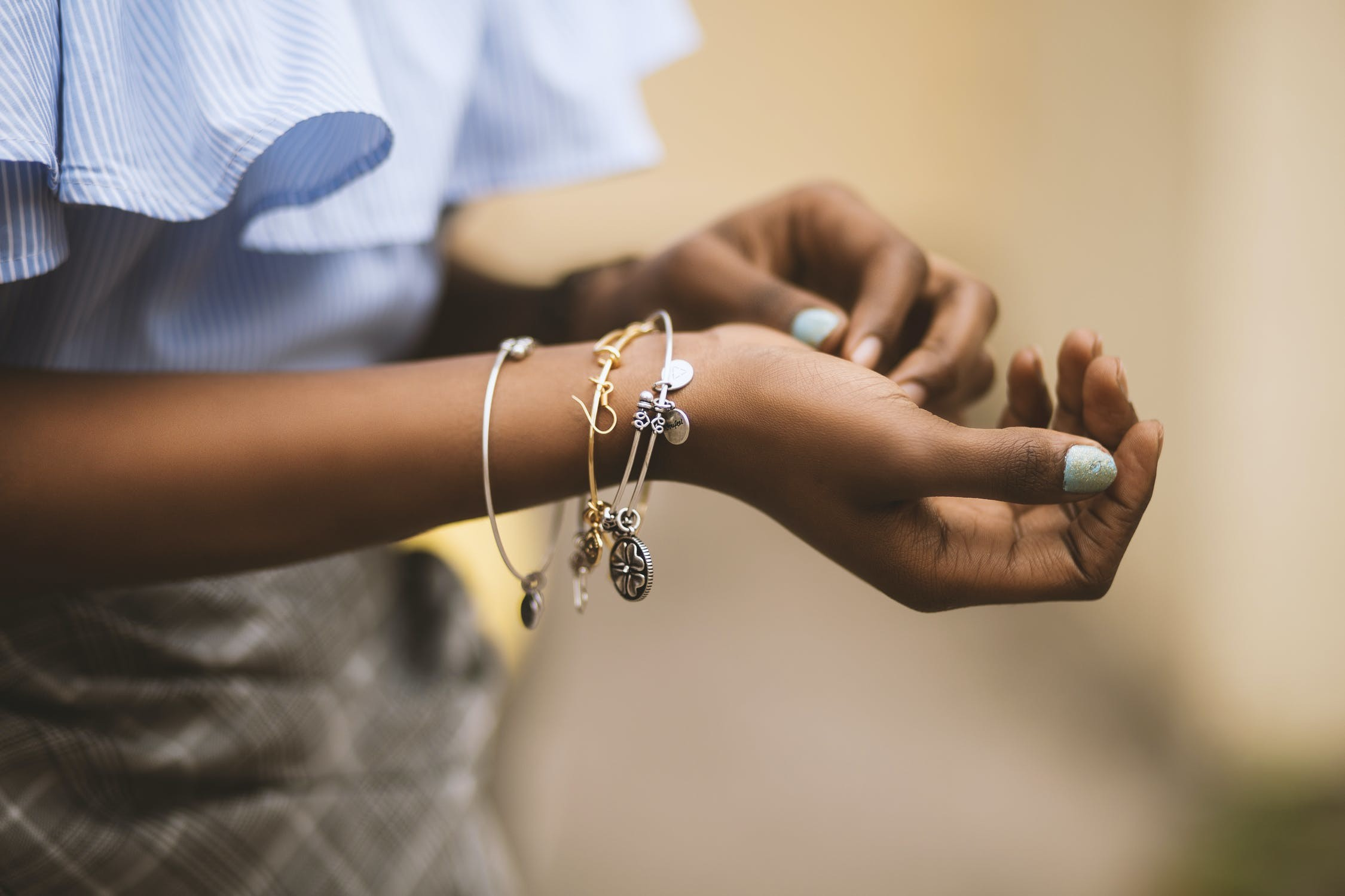 how-to-find-an-influencer-for-your-jewelry-business